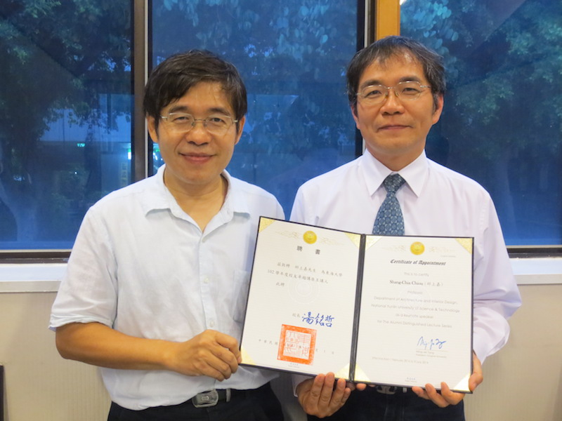 就友室黃皇男主任(左)代表頒聘