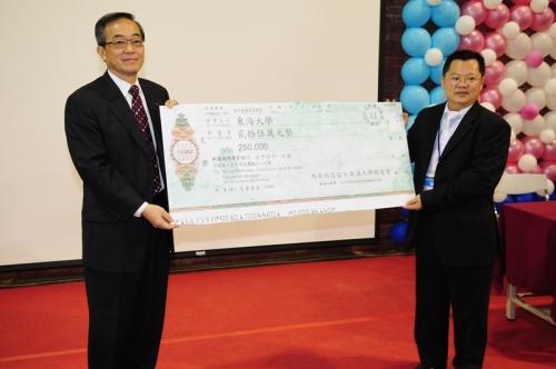 馬來西亞校友會捐贈母校25萬元