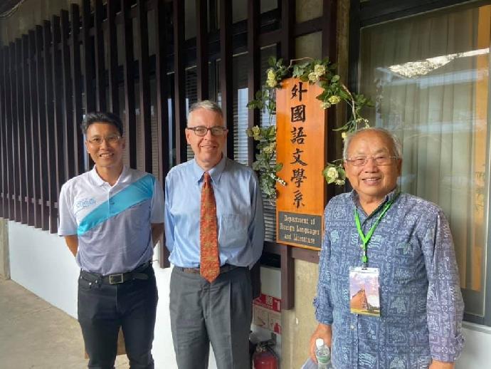 東海外文系第一屆系友 美國著名語言學家 李英哲教授返回母校