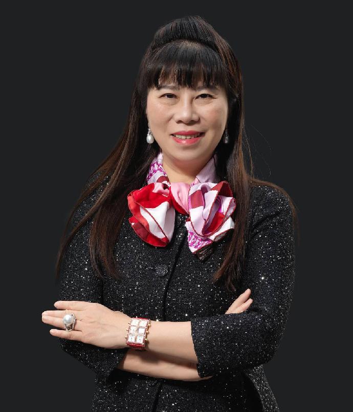 校友專訪:從學界到商界,不斷改變與提升─張簡珍